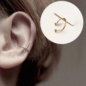 Jewelry - ‼️4/$25‼️ Gold Bar Ear Cuff